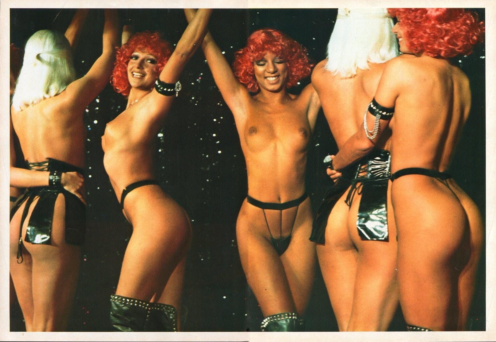 Playmen_1975_02_p_068-69_Crazy_Horse.jpg