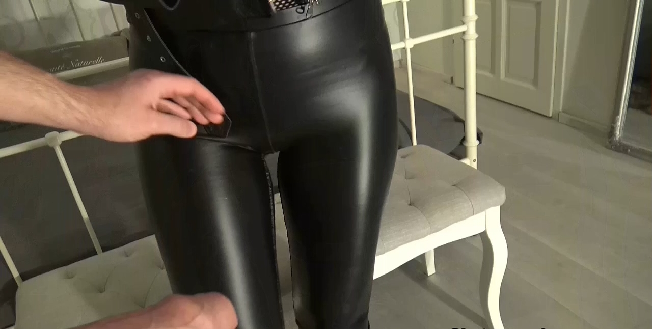 Cum_on_My_leather_riding_boots_part_1.mp4_20200410_115700.488.jpg