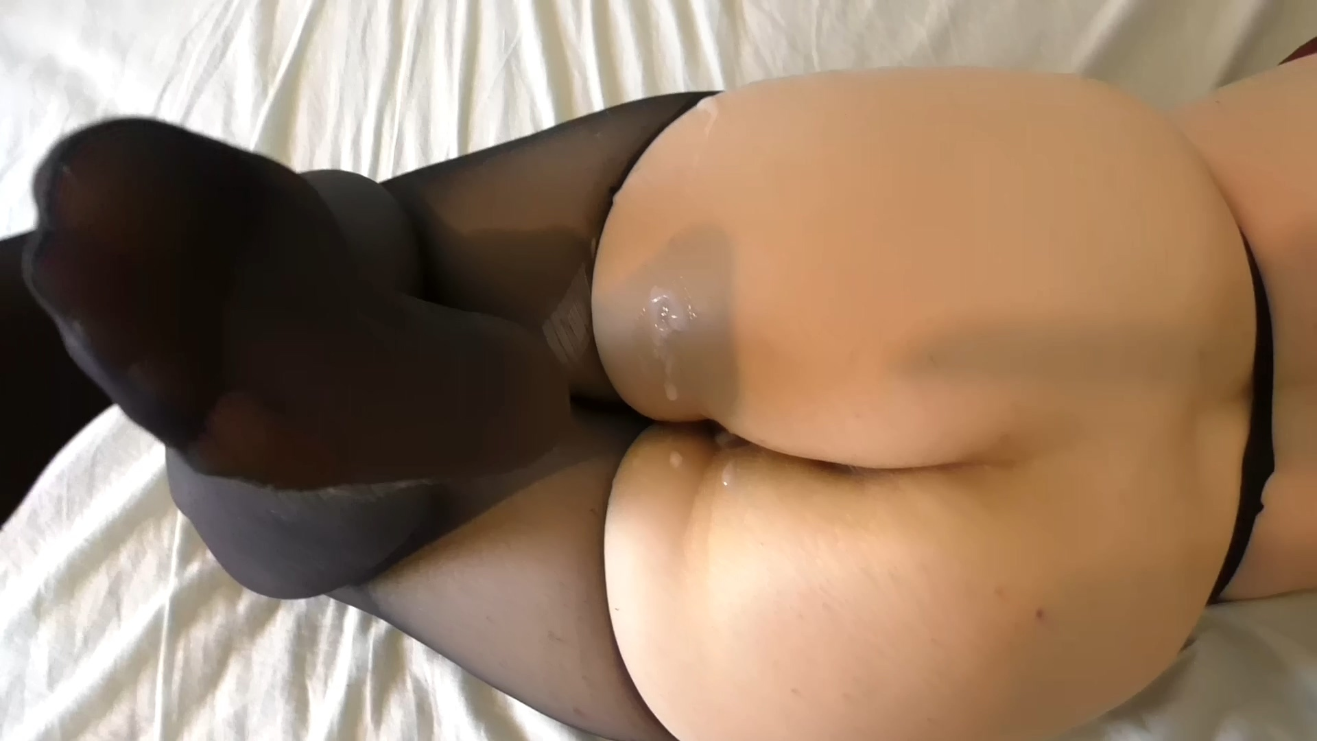 018_Amateur_in_Ripped_Pantyhose_1080p.mp4_20201214_194016.837.jpg