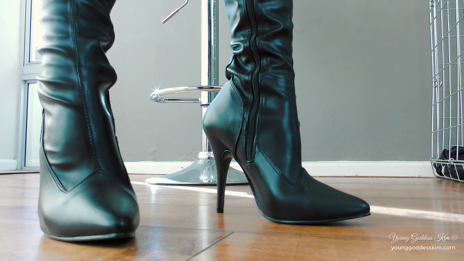 YGK - you, My Permanent Caged Boot slave.mp4_20200123_175421.160.jpg