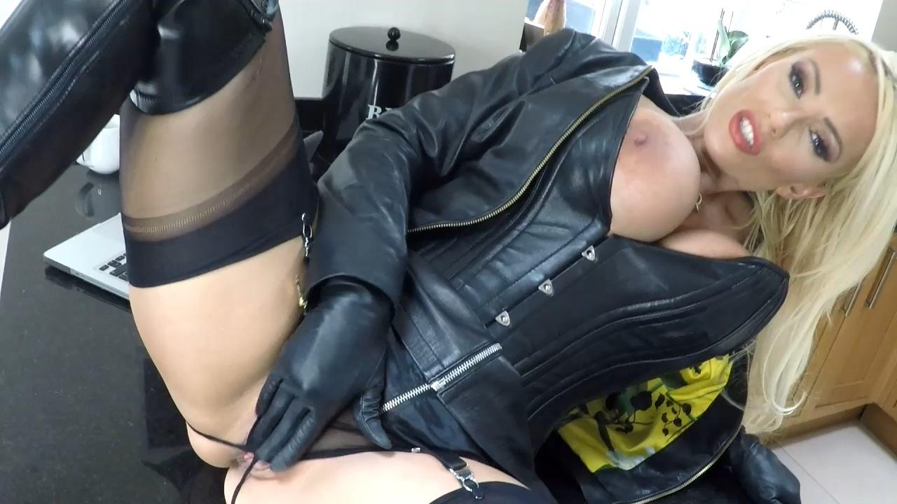 Leather_Fetish.mp4_20180819_163046.524.jpg