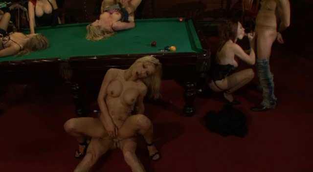 DP Elsa Kryss, Flo d'Esterel, Leeloo, Megane, Sabrina Sweet - Le Club des Joyeuses Queues.avi_snapshot_32.42.440.jpg