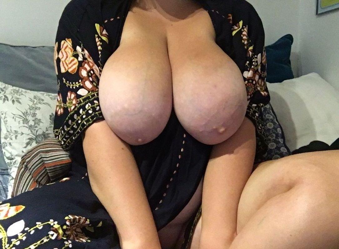 nagie duze piersi