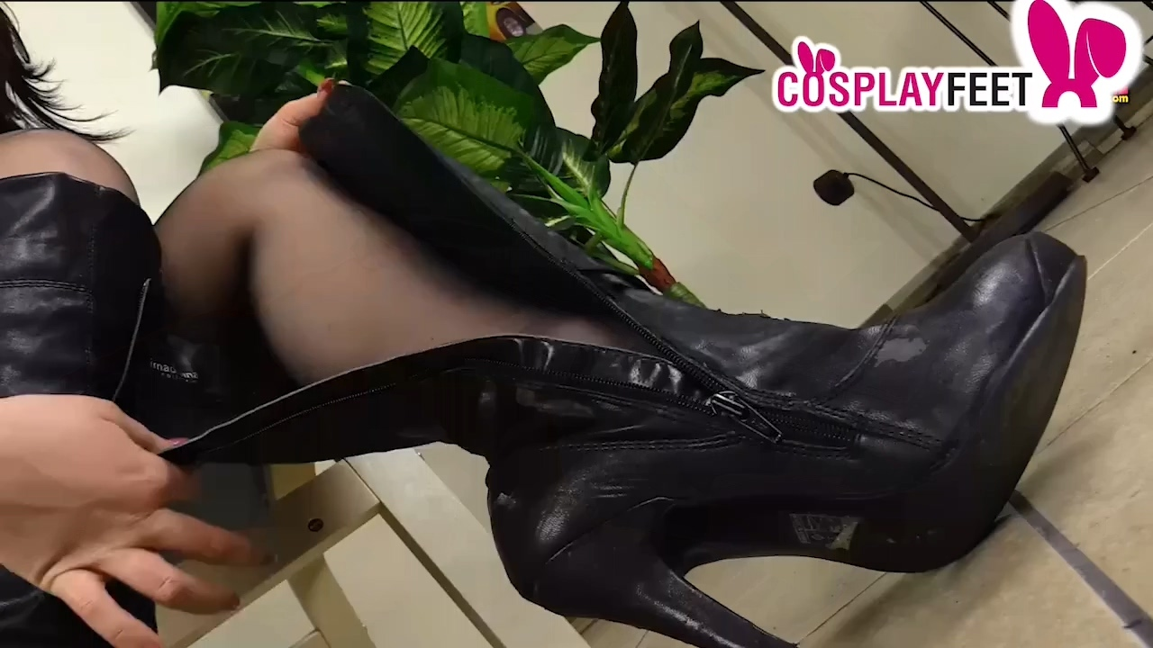 Pantyhose_and_boots_cop_720p.mp4_20201213_181500.897.jpg