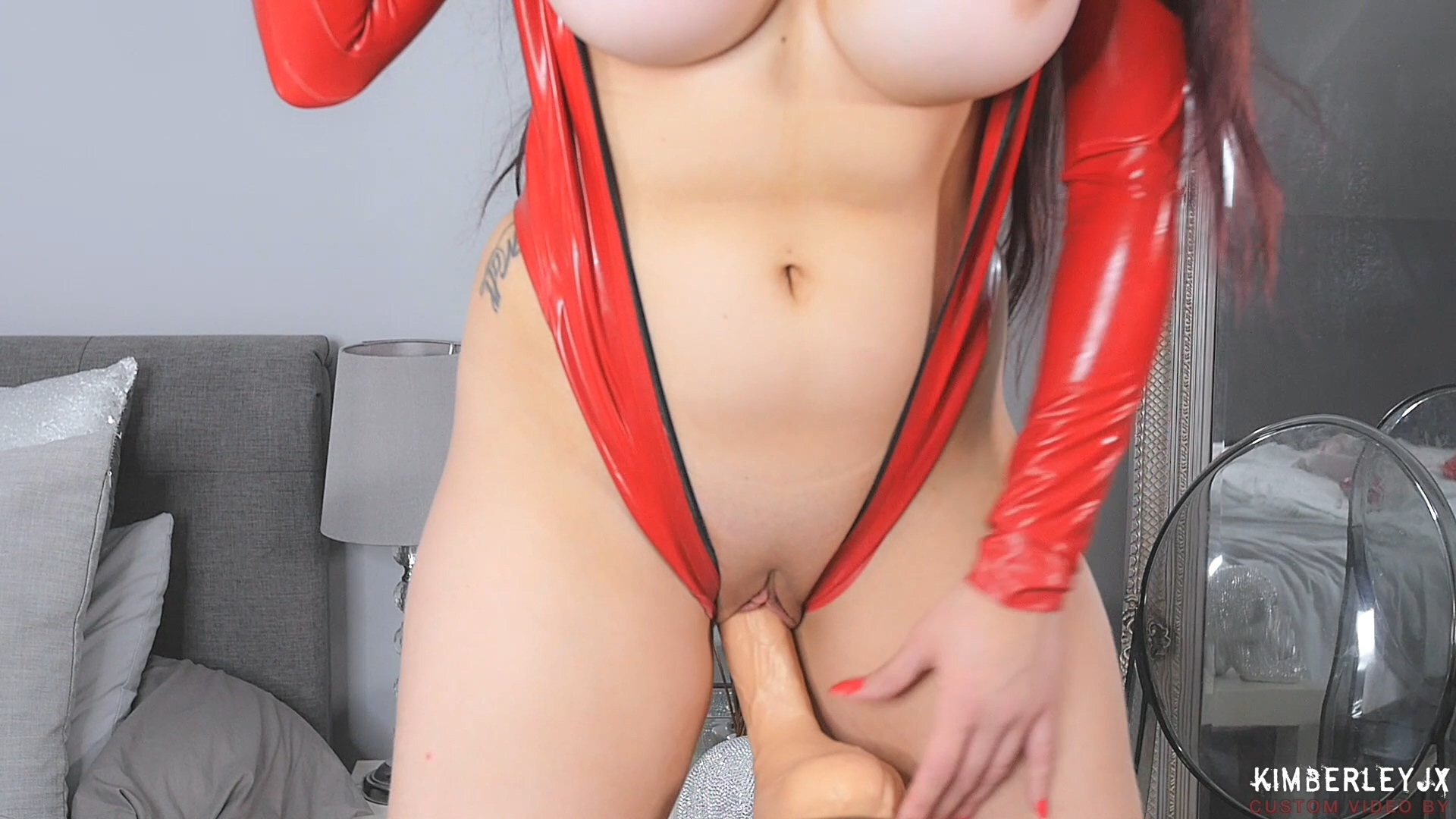 Red_Gloves_HD.mp4_20190330_212024.111.jpg