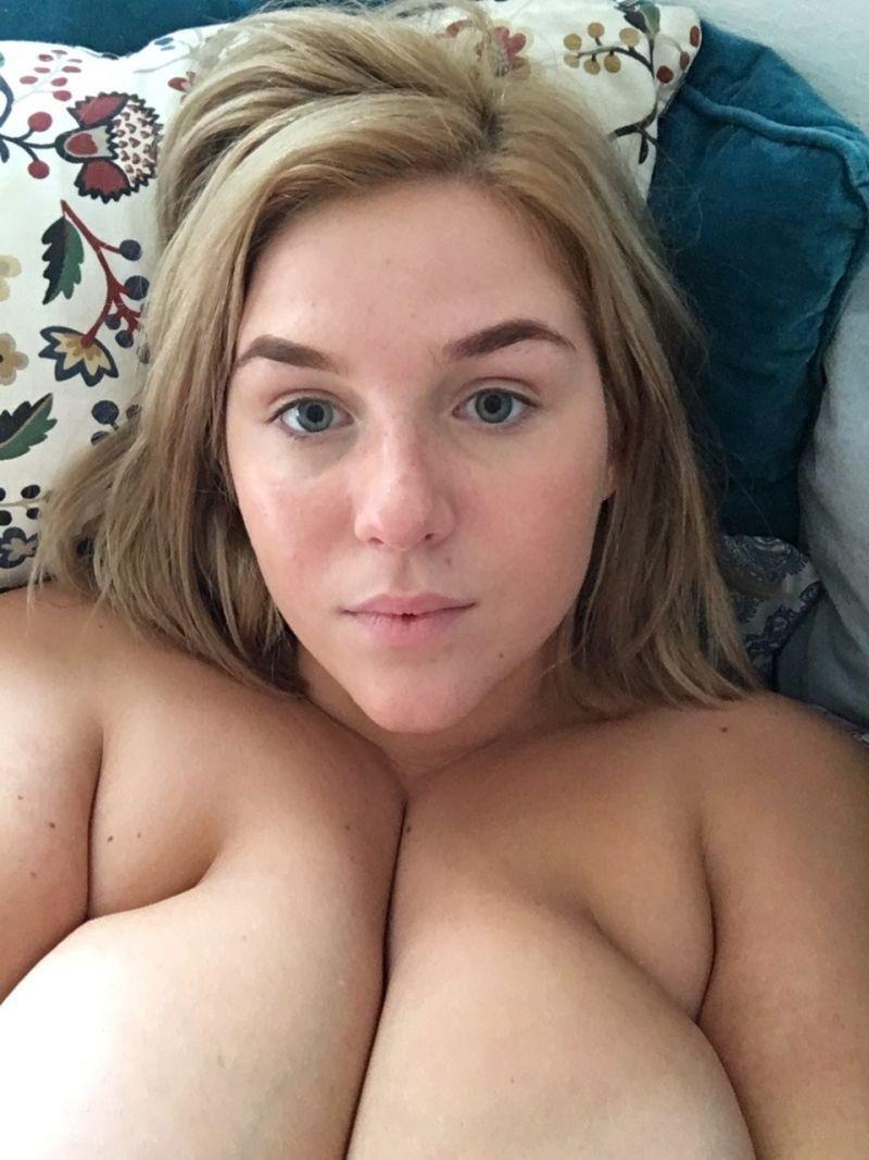 dziewczyna z dużymi cyckami