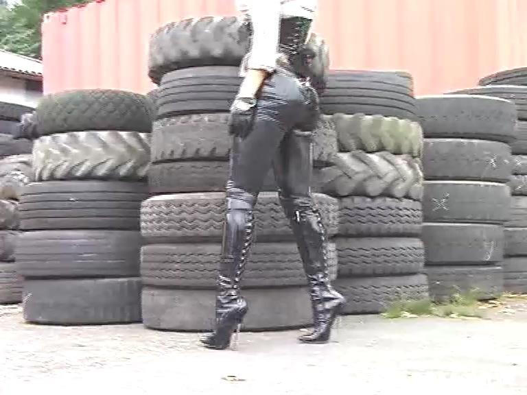 Latex_leggings_corset_7inchboots_out.mp4_20190508_123752.200.jpg
