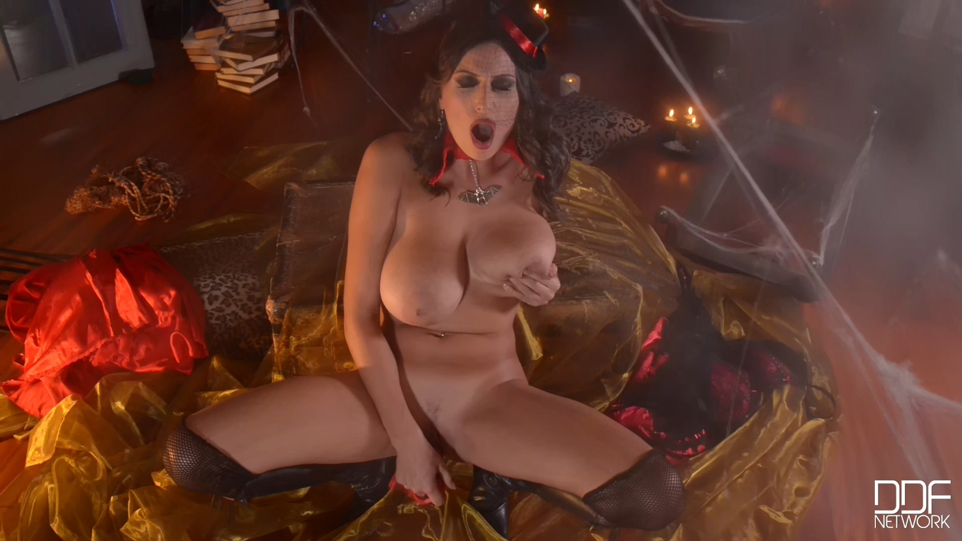 DDFBusty - 2014 Her Tricky Treat [solo] 1080p.mp4_20201217_221500.859.jpg
