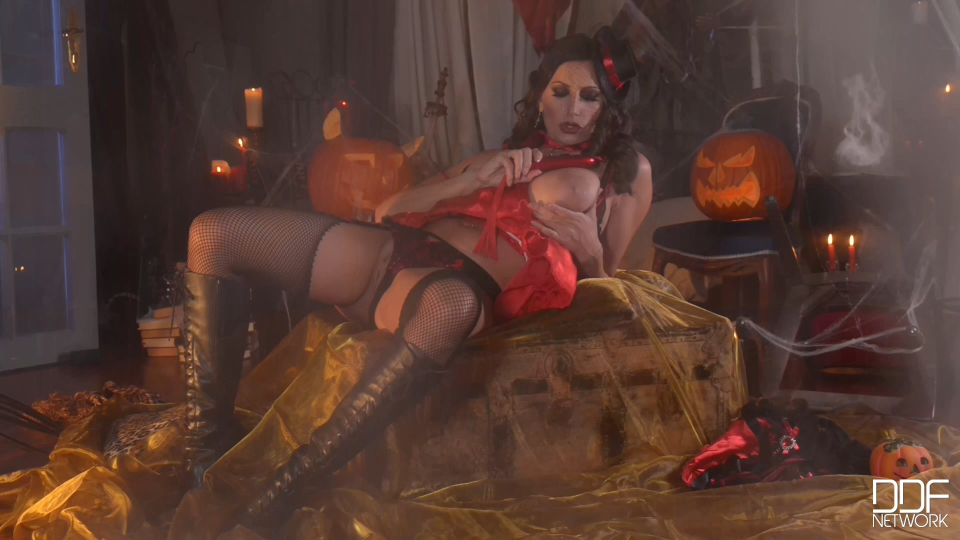 DDFBusty - 2014 Her Tricky Treat [solo] 1080p.mp4_20201217_221420.026.jpg