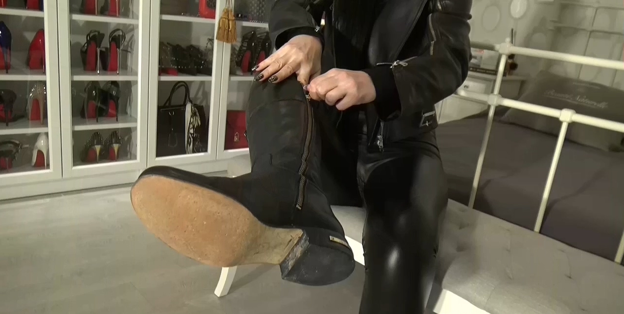 Cum_on_My_leather_riding_boots_part_1.mp4_20200410_115646.361.jpg