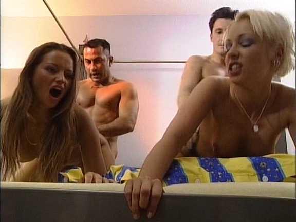 DP Denise La Bouche, Mandy Mistery - Eiskalte Engel.avi_snapshot_05.37.678.jpg