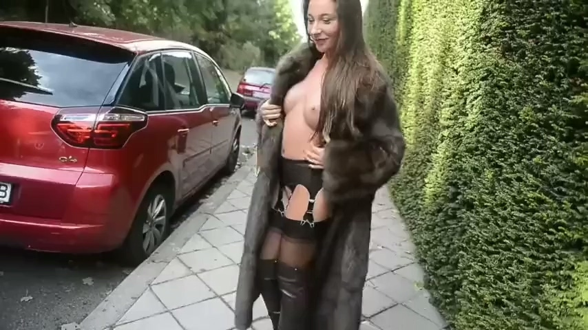 Julie_in_leather_boots_and_fur_walk.mp4_20201215_171726.018.jpg
