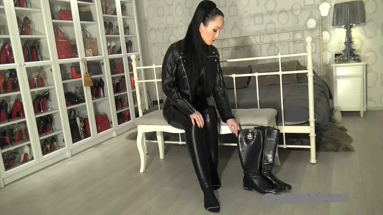 Cum_on_My_leather_riding_boots_part_1.mp4_20200410_115634.393.jpg