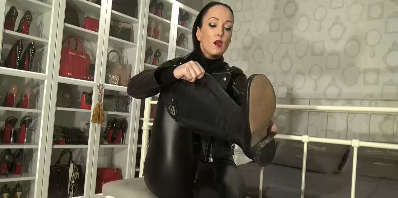 Cum_on_My_leather_riding_boots_part_1.mp4_20200410_115641.170.jpg