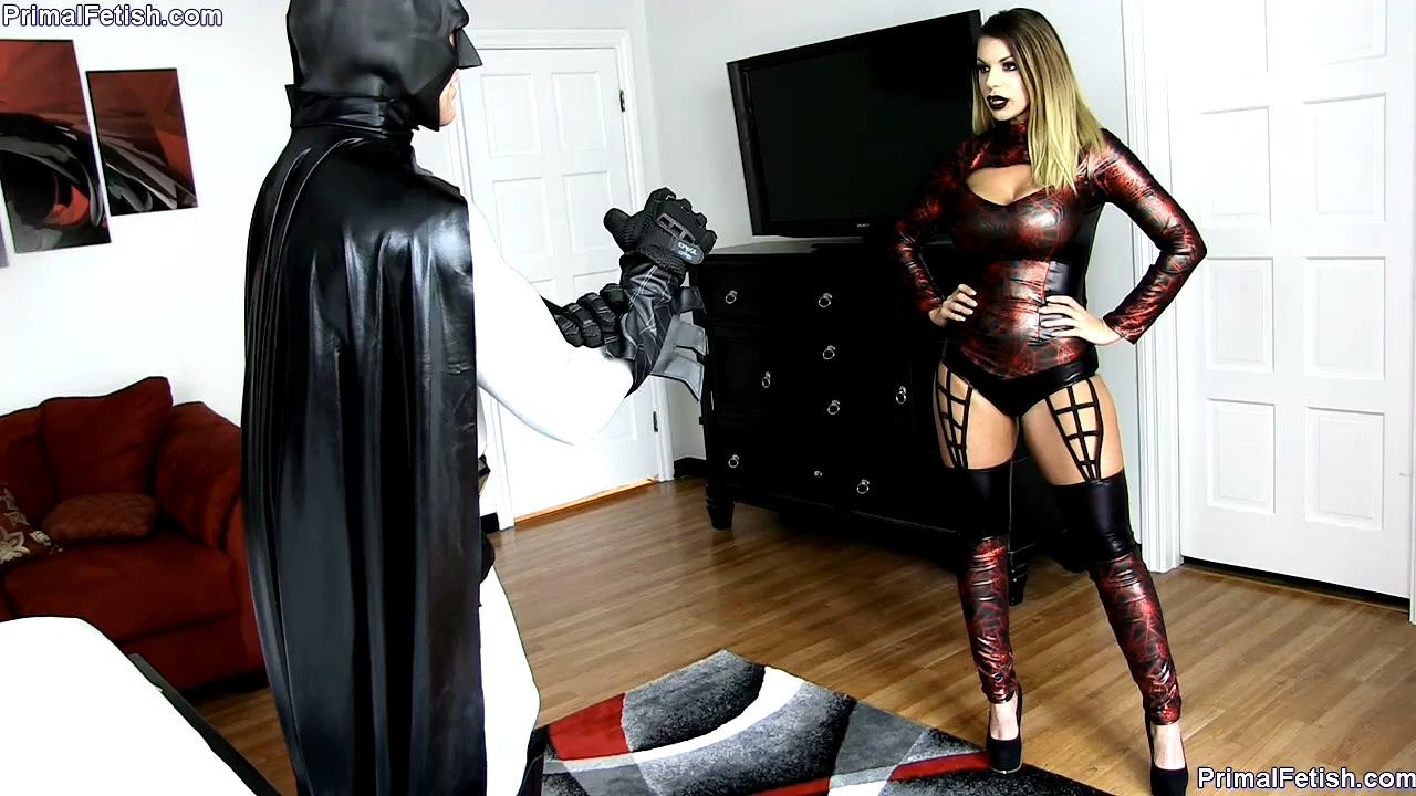 Primals Darkside - Brooklyn Chase - Batman falls prey to the BlackWidow.mp4_20200621_162247.215.jpg