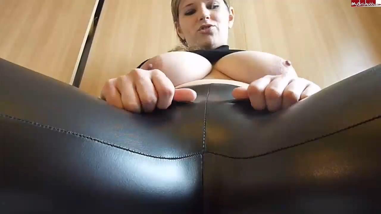 JuliaJones_leather_leggings_cameltoe.mp4_20201119_190217.810.jpg
