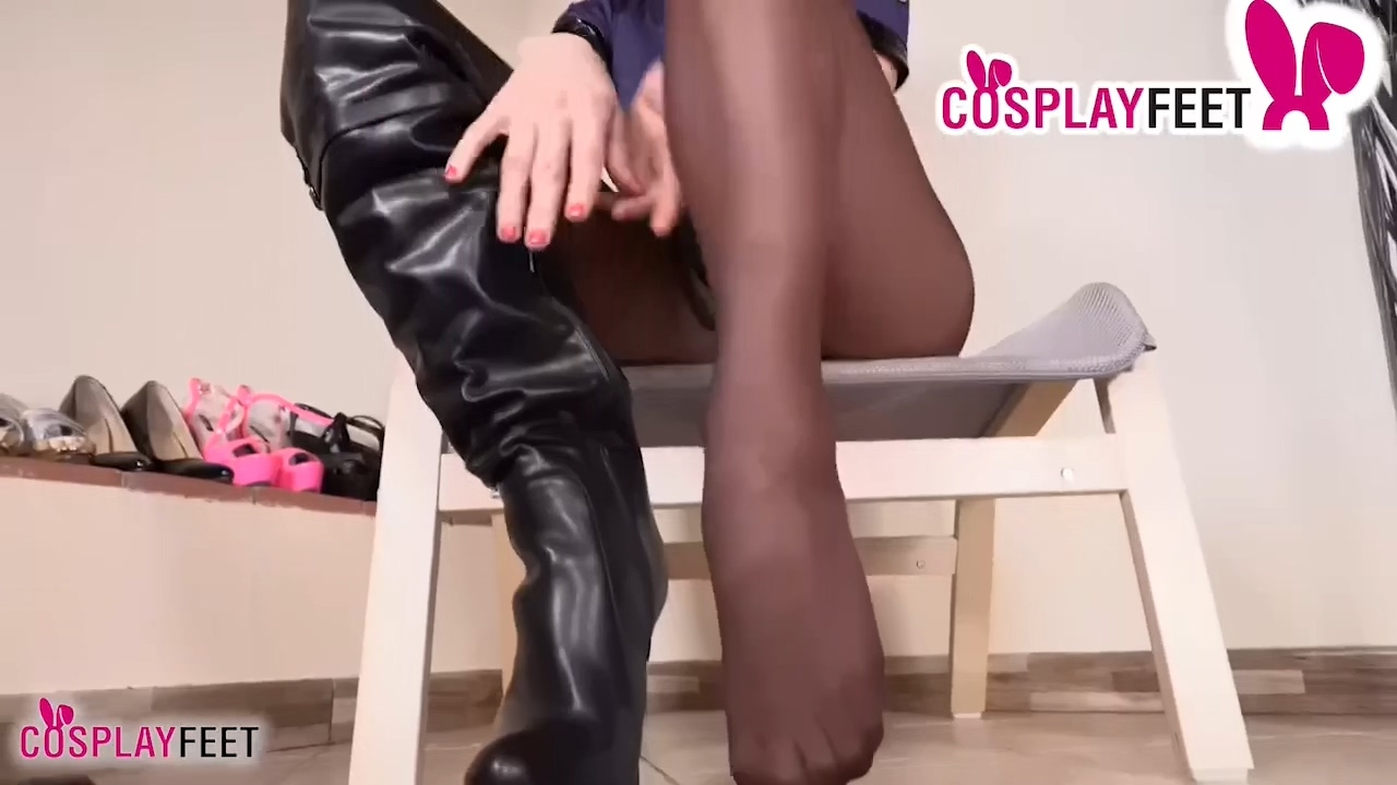 Pantyhose_and_boots_cop_720p.mp4_20201213_181257.171.jpg