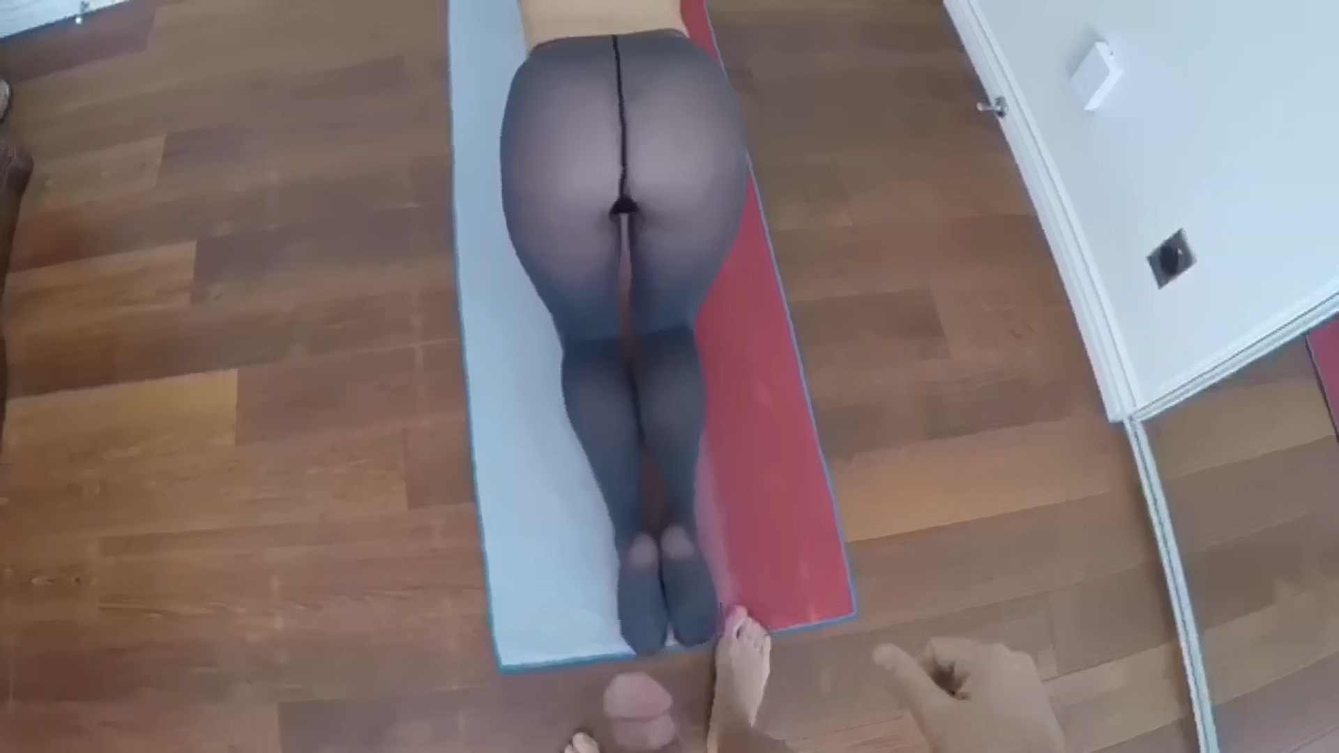 CumLoad_On_SexyAss_in_Torn_Pantyhose_1080p.mp4_20200227_190124.928.jpg