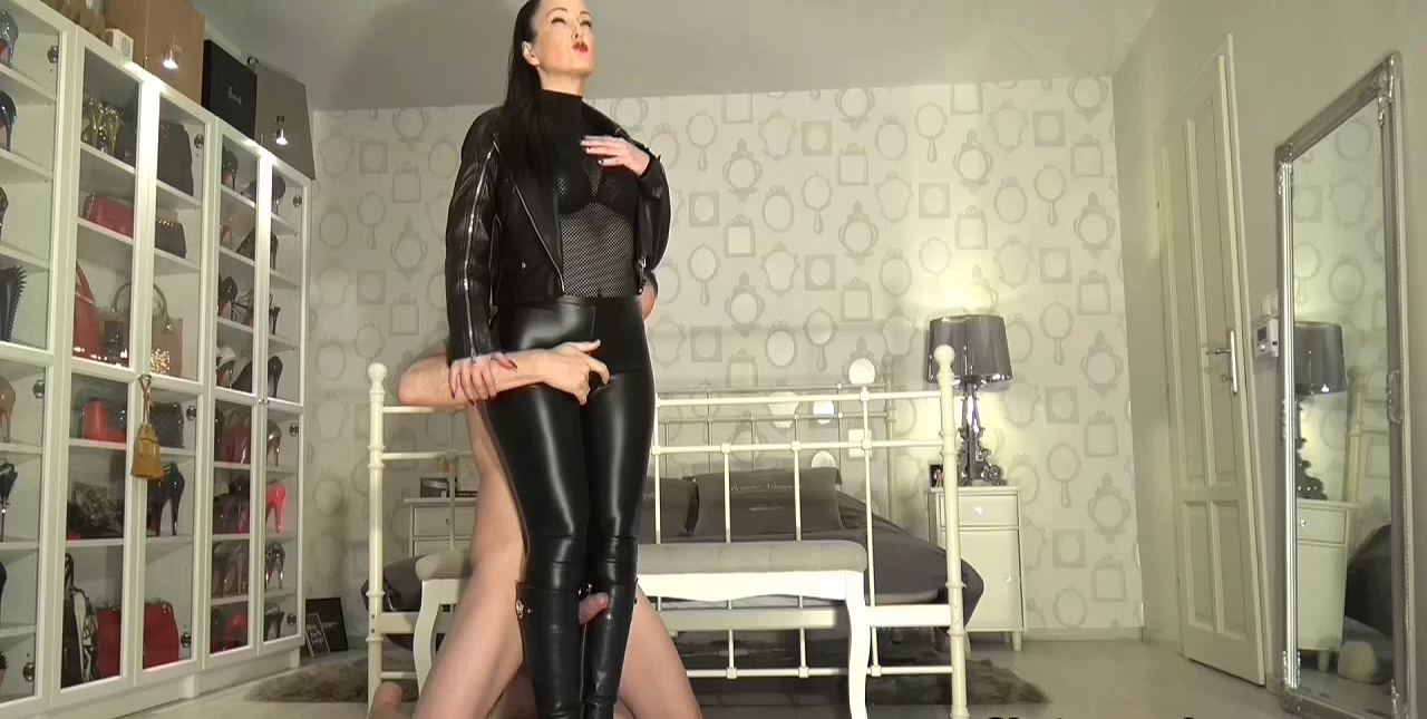 Cum_on_My_leather_riding_boots_part_1.mp4_20200410_115728.125.jpg