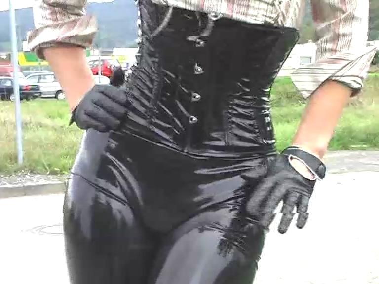 Latex_leggings_corset_7inchboots_out.mp4_20190508_123659.892.jpg